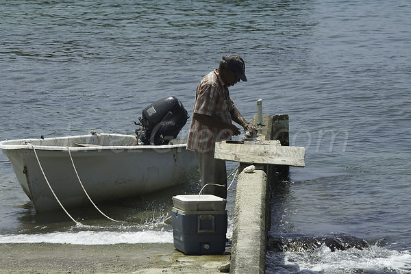 Grand-Cayman-fisherman-2014-04-29