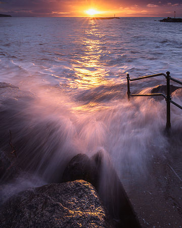 Dawn_light_and_breaking_wave_-_Sidmouth