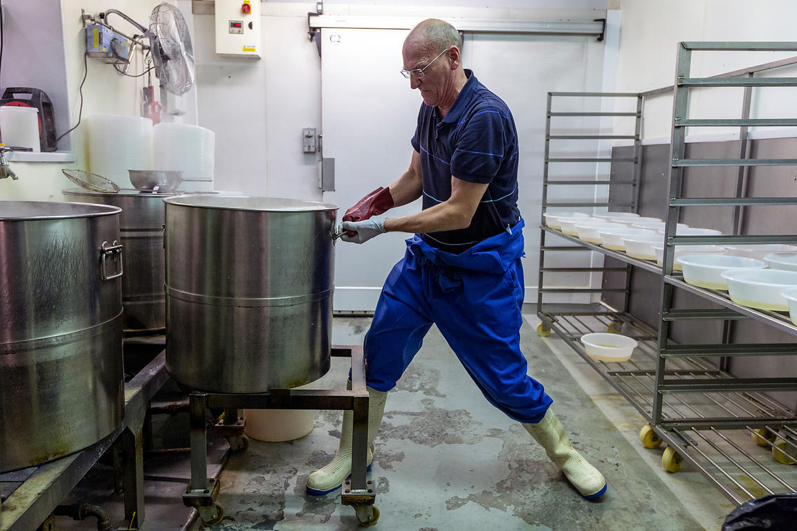 Simon Brennam boiling eels at Barneys Seafood