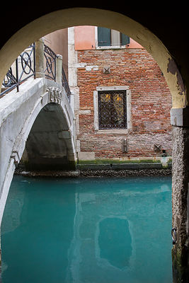 Pont et canal à Venise, Italie / Bridge and canal in Venice, Italy