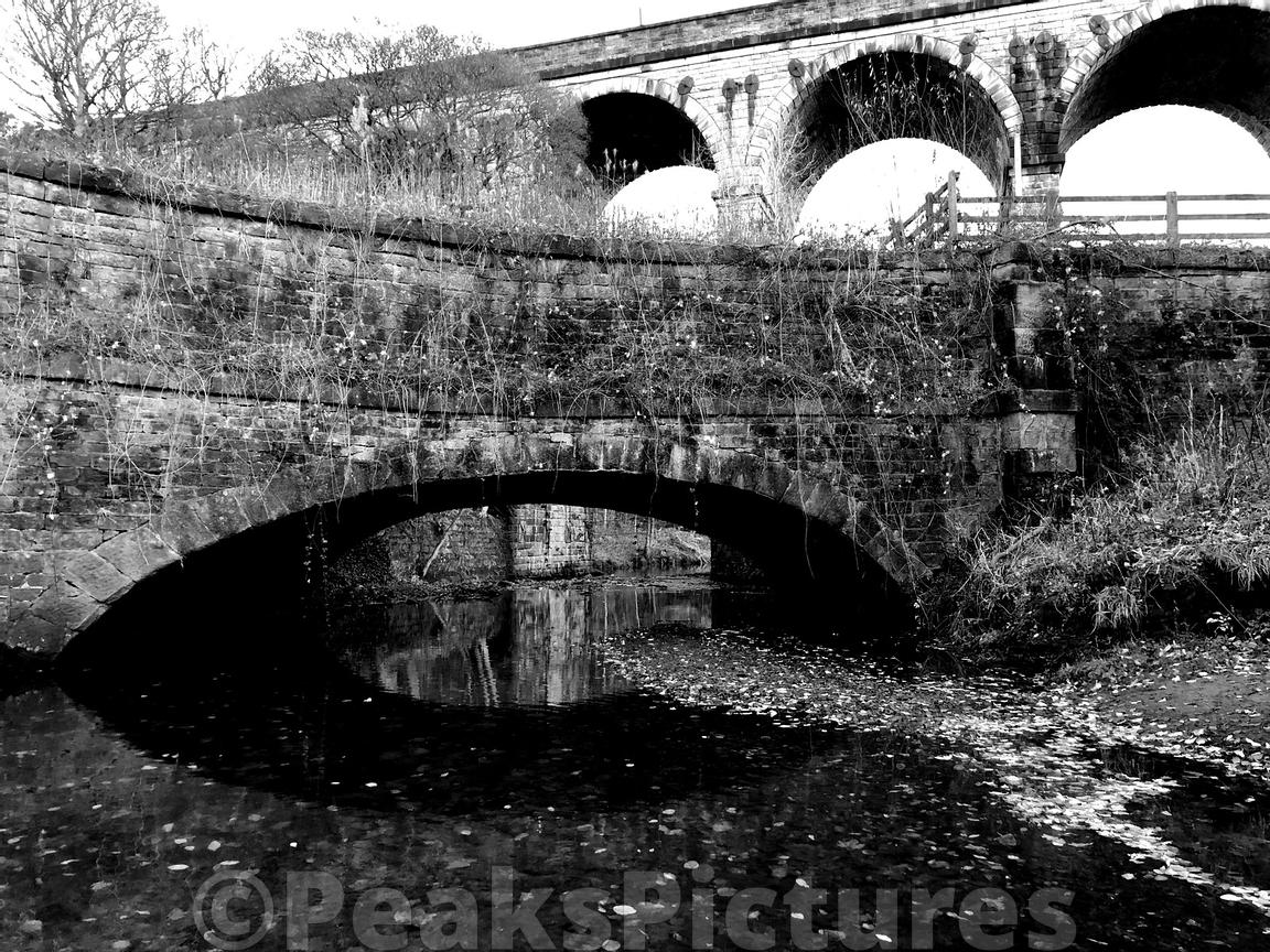 Bridge_and_Viaduct_over_River_Tame_Saddleworth_181118