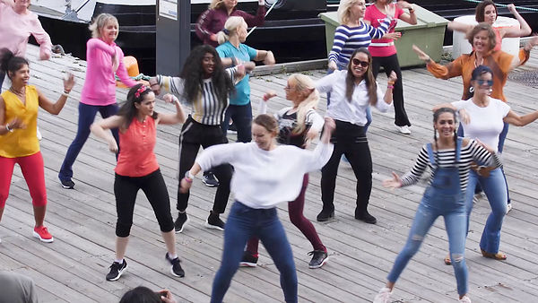 ZUMBA FLASH MOB PÅ AKER BRYGGE