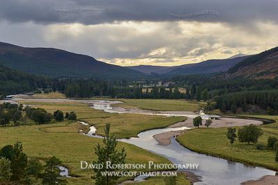 Prints & Stock Image - The River Dee on the Mar Lodge Estate, near Braemar, Aberdeenshire, Scotland.  In the Cairngorms Natio...