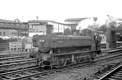 PHOTOS OF 1600 CLASS 0-6-0PT WR STEAM LOCOS