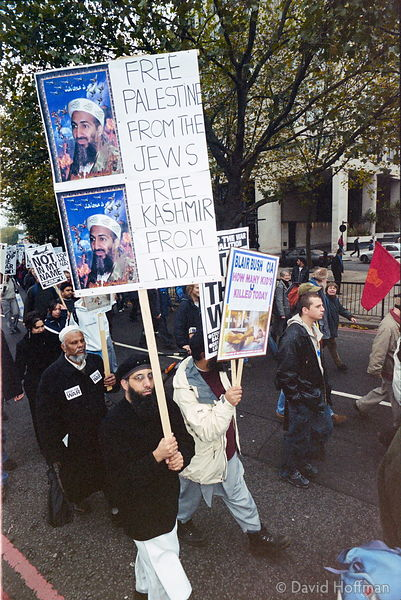 01111904-22 Peace march, London.19 Nov 2001