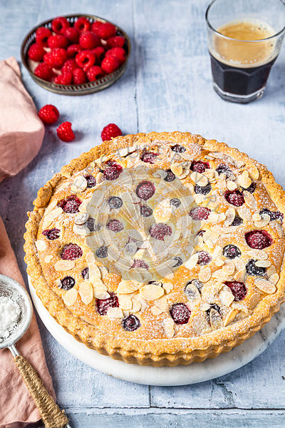 Frangipane tart with rasbierries and blueberries