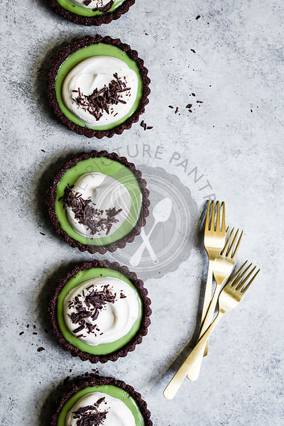 Mini chocolate matcha cream tarts