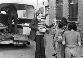 #75015  Moving equipment and books into the building, Liverpool Free School, Liverpool  1971.  Also known as the Scotland Roa...