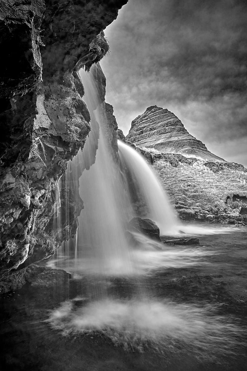 Kikjufellfoss up close (B&W)