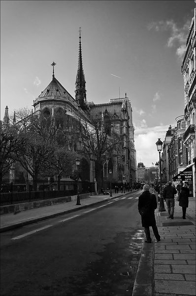 Notre_Dame_BW