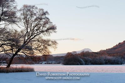 Image - Ben Lomond from the ice covered Lake of Menteith