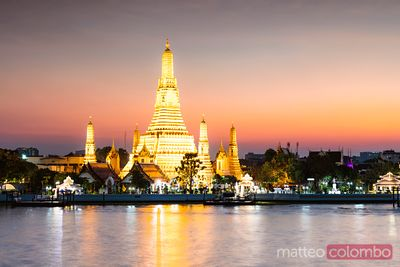 Wat Arun (Temple of Dawn) at dusk, Bangkok