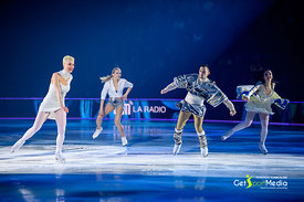 Victoria Sinitsina & Nikita Katsalapov with Art on Ice Skaters