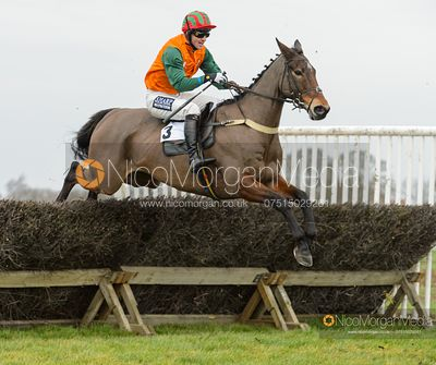 Tom McClorey and EARLY RETIREMENT - Race 2 - Confined - The Midlands Area Club at Thorpe Lodge 26/1