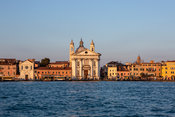 _13A0420_Venice_water_front