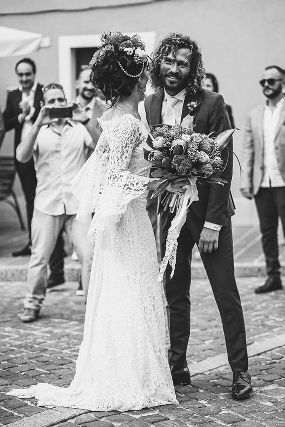 052-simone-martina-hawaiian-wedding-villa-anitori-marche