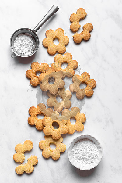Canestrelli Italian Butter Biscuits with Powdered Sugar