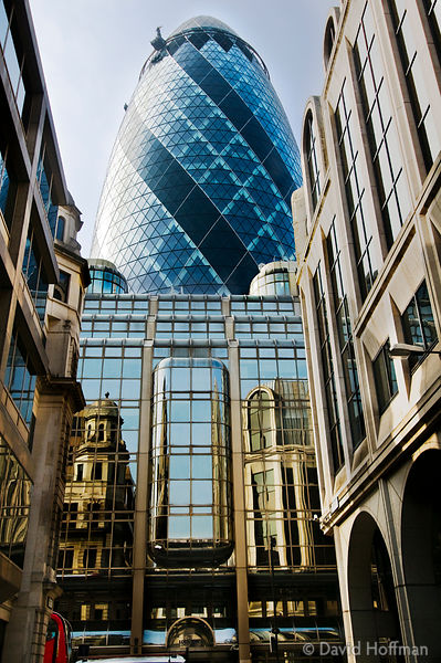 Open House Weekend London: 30 St Mary Axe, London. The 'Gherkin', a curvilinear 40-storey office building in the heart of Lon...