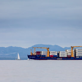 Cargoship_and_sailboat_Samskip_emm.is-