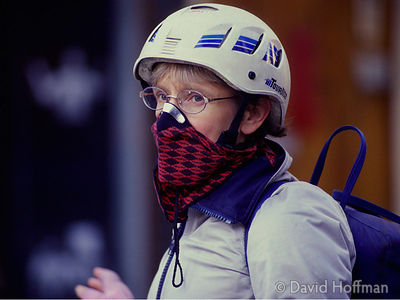 Cyclist with protective mask, London  © David Hoffman phone +44 (0)20 8981 5041, fax +44 (0)20 8980 2041, email lib@hoffmanph...