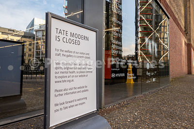 Tate Modern closed down sign in March 2020