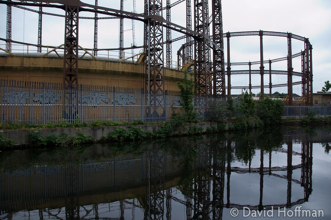 080517_CanalWalk_31169 gas holder on the Regents Canal Hackney 17 May 2008