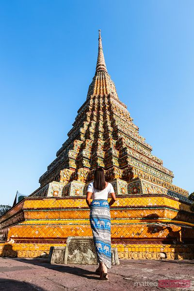 Woman photographing the Wat Pho temple, Bangkok