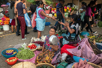 Am indigenous woman selling vegetables