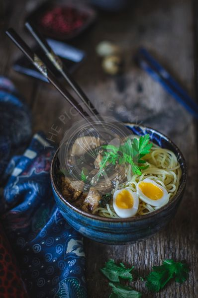 Noodles with chicken, asparagus and mushrooms
