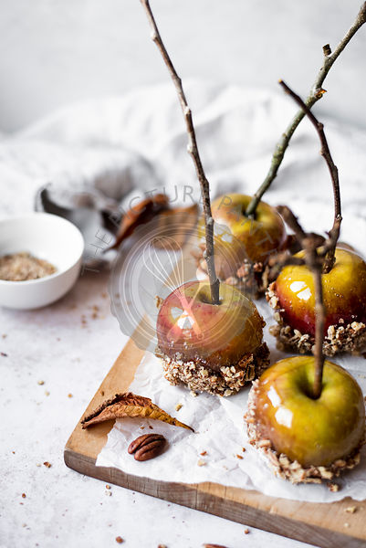 Toffee Apples Dipped In Crushed Pecans