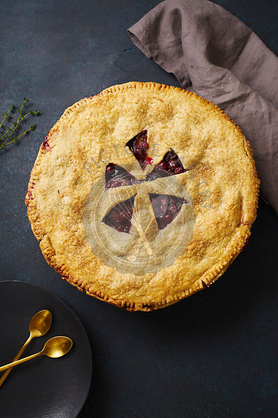 Fruit pie with plums and thyme