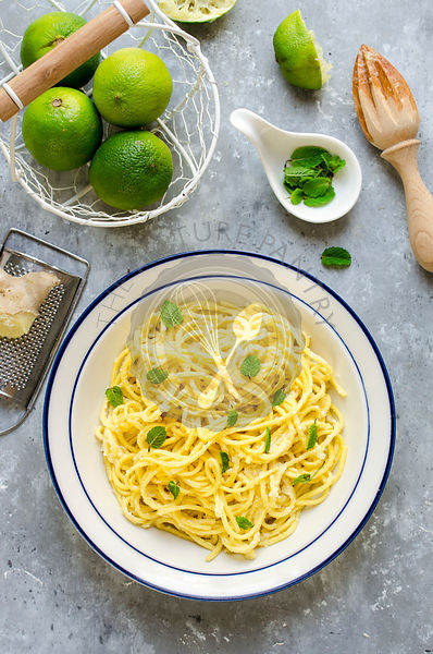 Homemade spaghetti with lime and ginger sauce