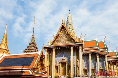 Wat Phra Kaew with tourists, Grand Palace, Bangkok, Thailand