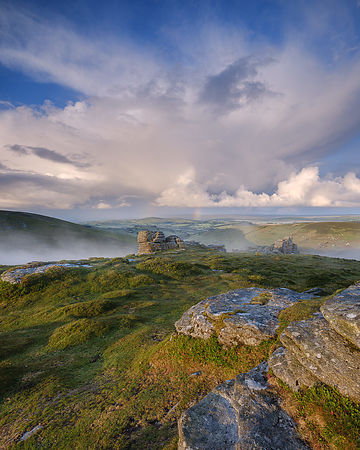 Near_mist_and_distant_rain_-_Hookney_Tor