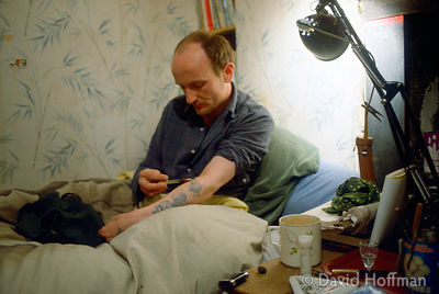 4.212/3 Loz Lawson injecting heroin ten years before his death from AIDS.