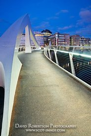 Image - The Tradeston Bridge (Squiggly Bridge) at night, Glasgow, Scotland.