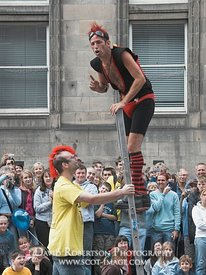 Image - Street performer, Edinburgh Festival, Edinburgh, Scotland