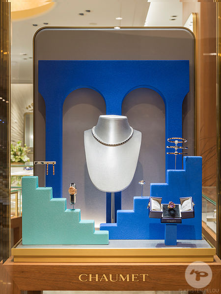 Retail architecture photographer - CHAUMET WINDOWS PARIS - Photo ©Kristen Pelou