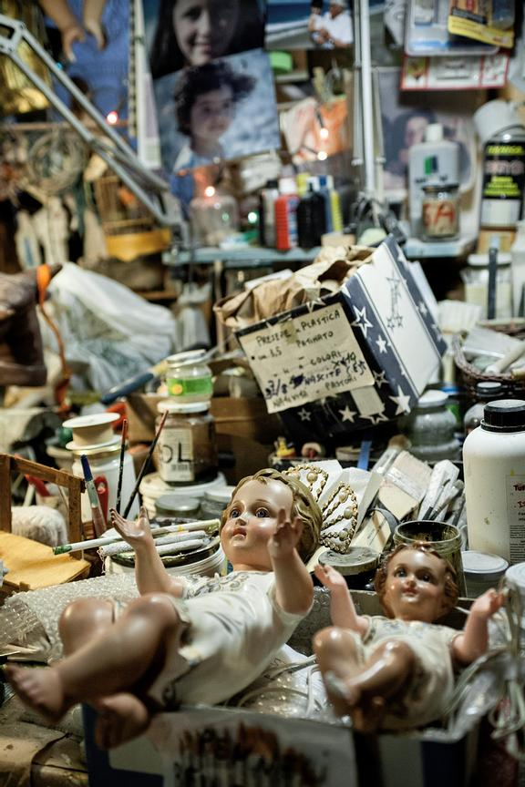 The back-shop is full of items and material necessary for the nativity scenes.