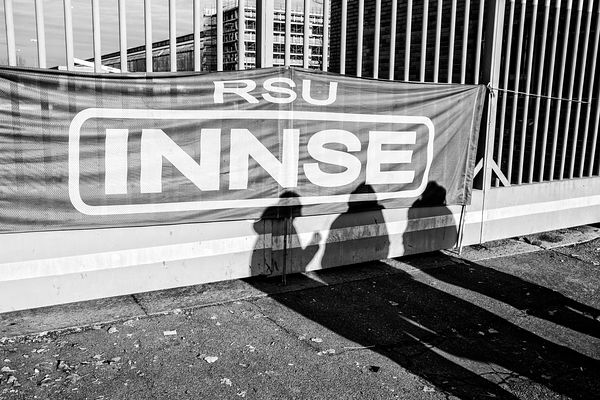 "INNSE banner tied to the factory gates. ""RSU"" stands for ""rappresentanza sindacale unitaria"", i.e. it's a employee representa..."