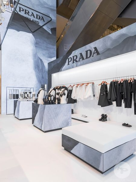 Retail architecture photographer - PRADA LE PRINTEMPS HAUSSMANN PARIS - Photo ©Kristen Pelou