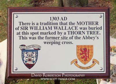 Image - Grave of mother of William Wallace, Dunfermline, Fife