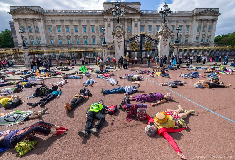 England, UK. 5.9.2020. London. Extinction Rebellion, 'DISCObedience' dance protest outside Buckingham Palace, during 10 days ...