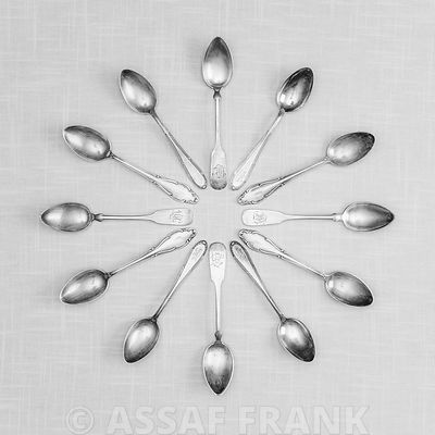 Spoons in a circle