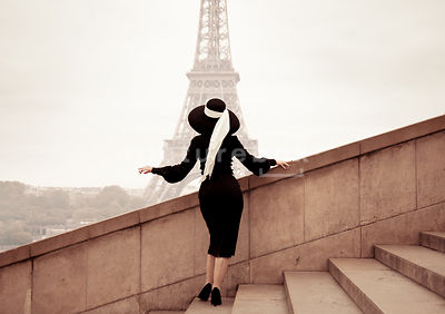 A vintage woman in Paris.