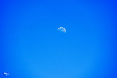 Moon_at_day