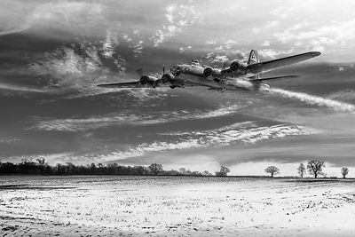 B-17 crash landing BW version