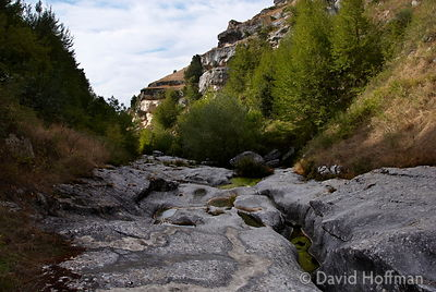 070911-21_Majella_269 Limestone rocks, cvarved into strange cutrved shapes by floodwater in a gorge near Caramanico Terme in ...