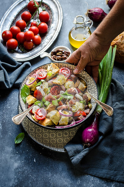 Tuscan bread and tomato salad with tuna