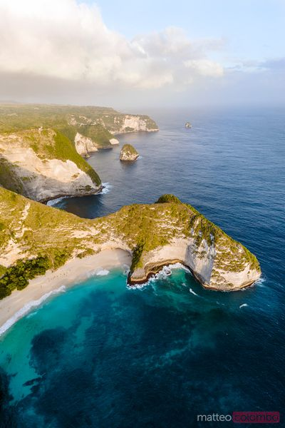 Kelingking beach and coastline of Nusa Penida, Bali